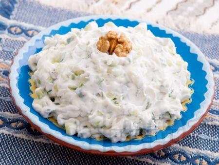Домашна салата Снежанка с пресни краставички и орехи - снимка на рецептата